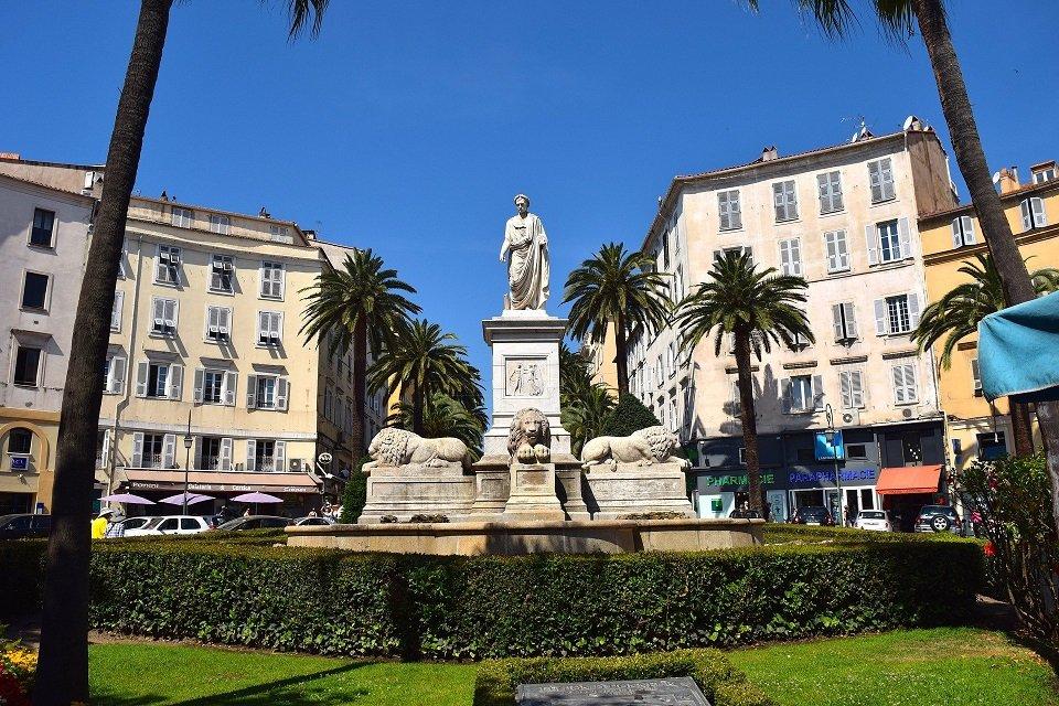 statue de napoléon à Ajaccio en corse