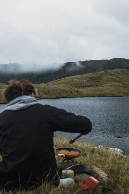 faire du camping au bord d'un lac en angleterre