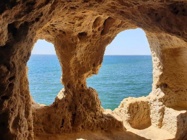vue sur la mer depuis les falaises au portugal