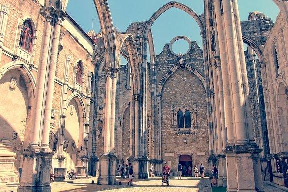 intérieur du monastère de belem à lisbonne au portugal