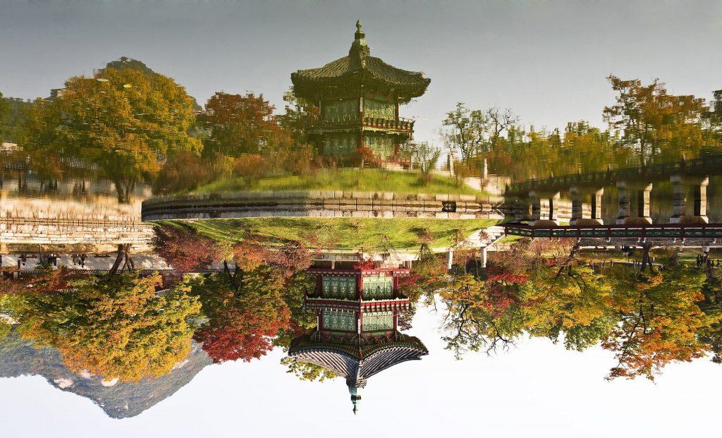 reflet d'un temple en corée du sud