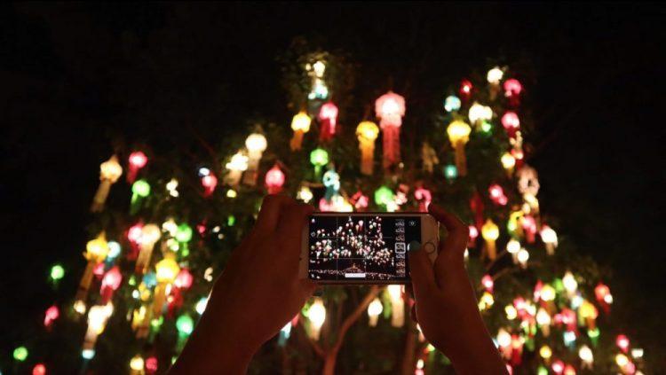 illumination arbre temple loy kratong thailande
