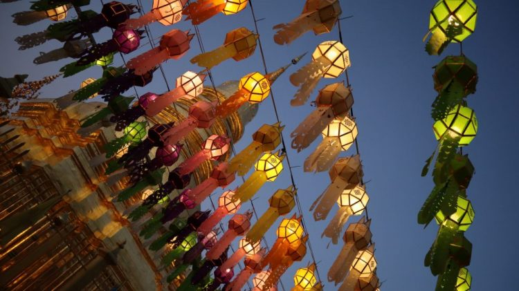 temple lanterne coloree thailande
