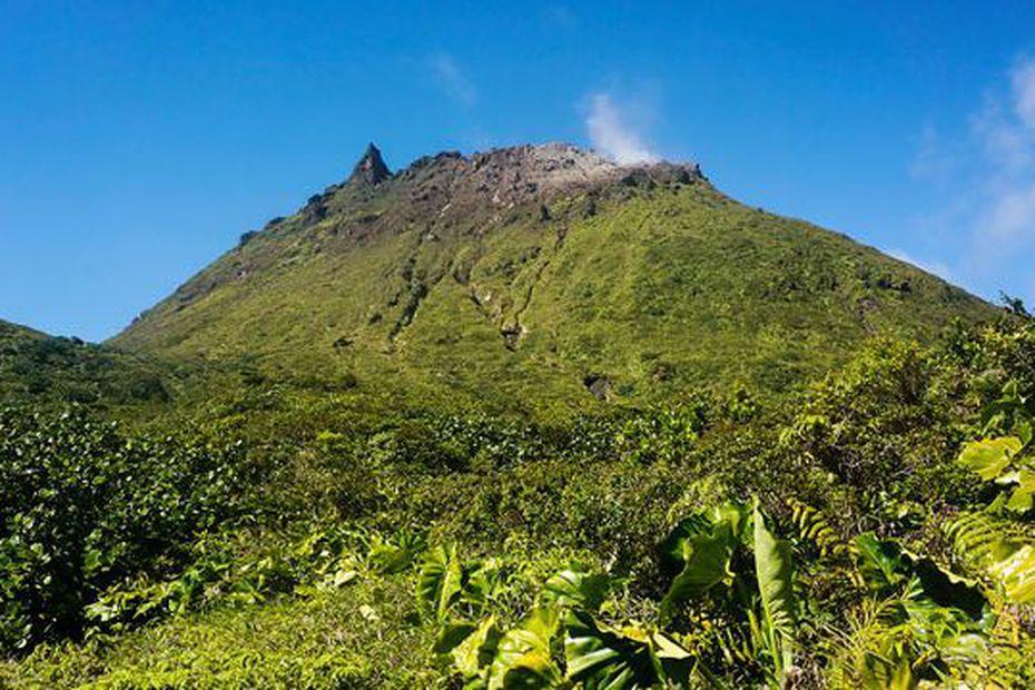 sommet volcan soufrière en guadeloupe