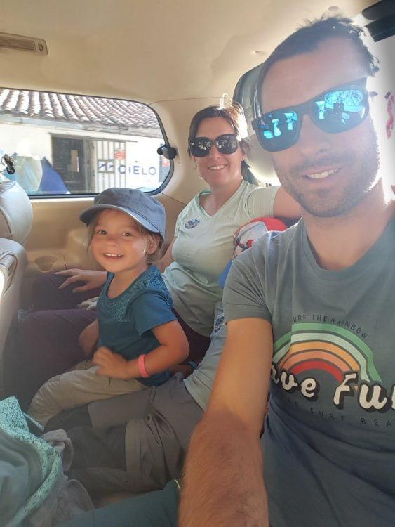famille dans un mini bus