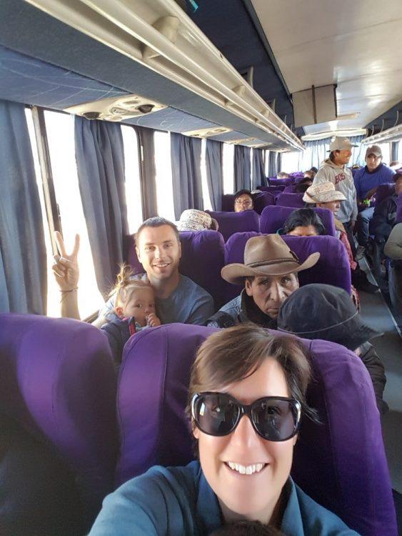 femme dans un bus au Pérou