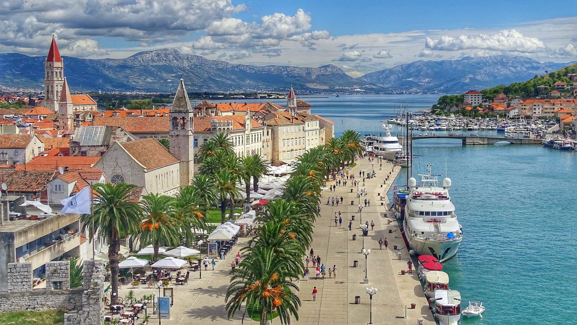 port avec des bateaux en croatie voyage en famille