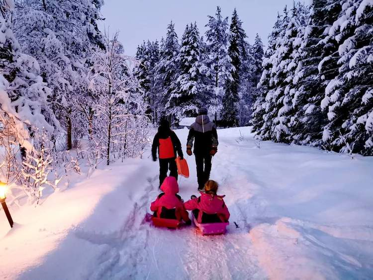 luge finlande hiver famille