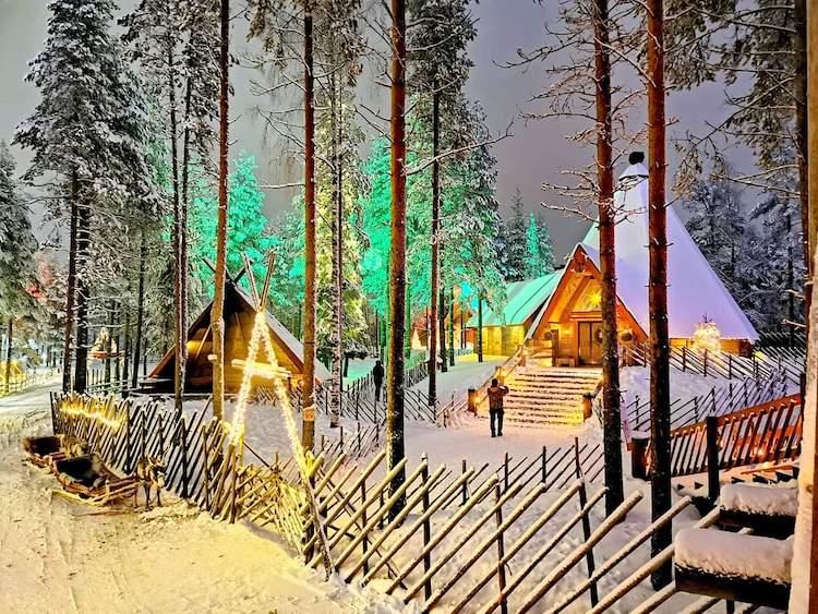village pere noel finlande hiver