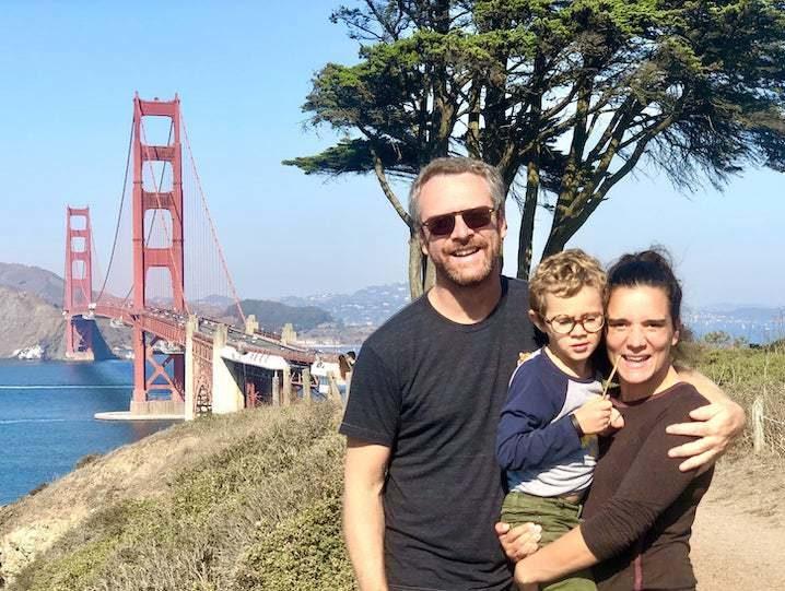 famille devant golden gate bridge USA