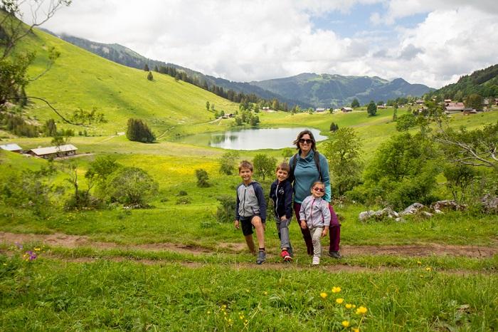 Vacances haute savoie famille enfant randonnée