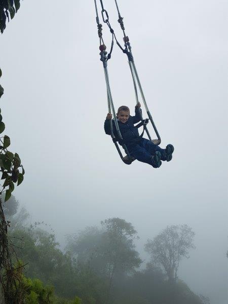 voyage en famille equateur amazonie banos balancoire