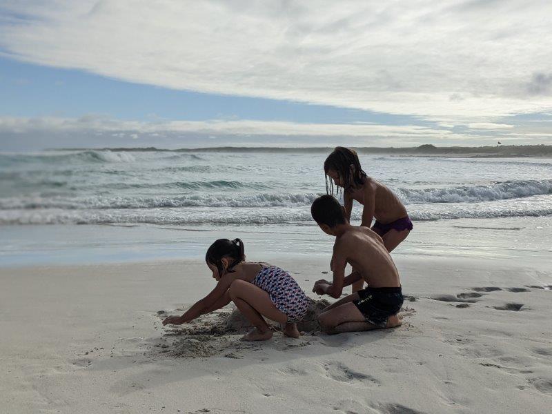 voyage galapagos en famille equateur plage tortuga bay