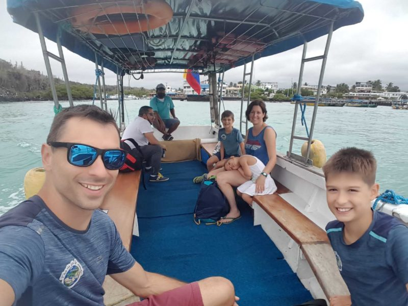 voyage galapagos famille transports taxi boat