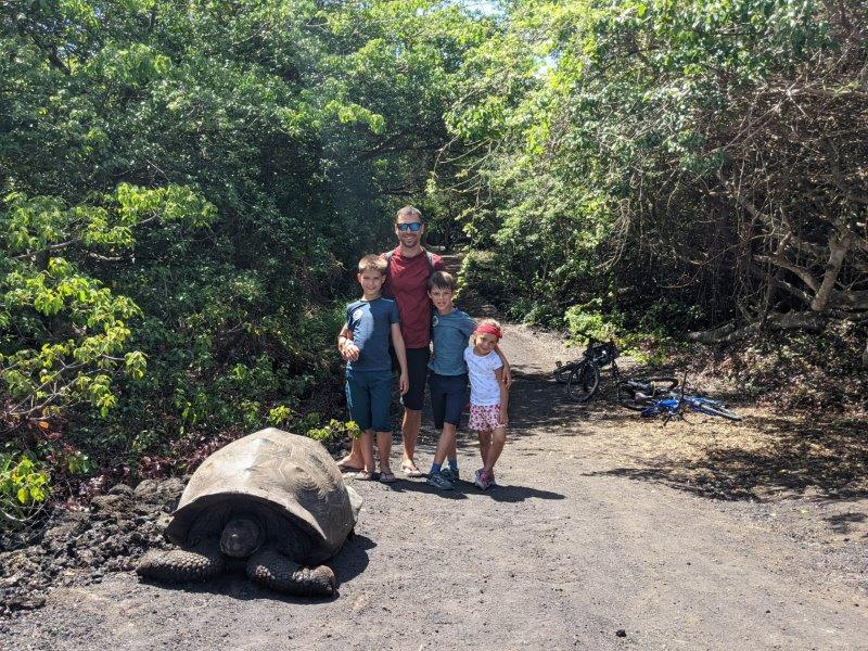 voyage galapagos famille tortue