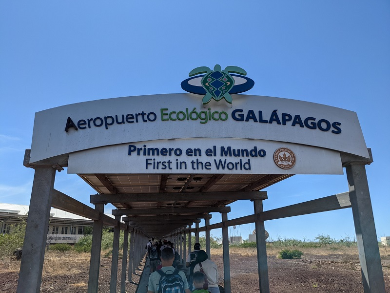 voyage galapagos famille transports aéroport santa cruz