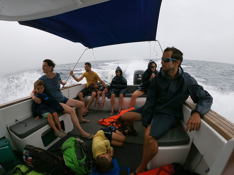 voyage galapagos famille transports speed boat