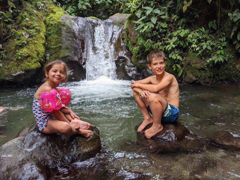 voyage en famille equateur mindo rivière cascade