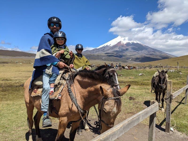 voyage en famille equateur volcan cotopaxi cheval