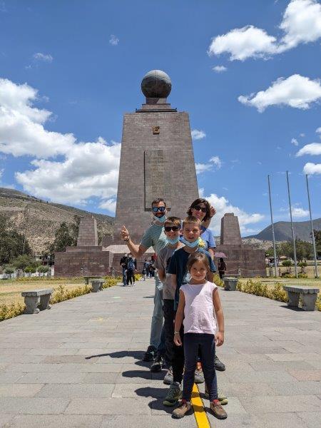 voyage en famille equateur mitad del mundo