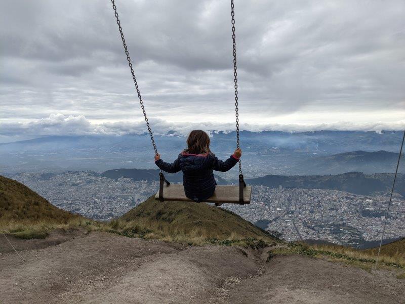 voyage equateur randonnée teleferico quito balancoire