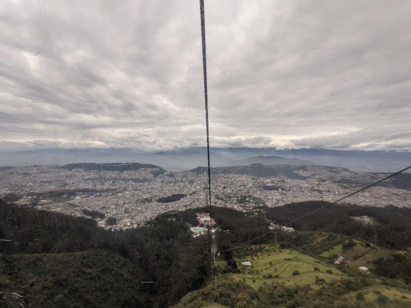 voyage equateur randonnée teleferiqo quito vue ville