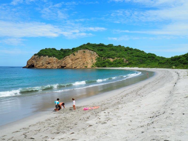 voyage equateur famille enfants à la plage